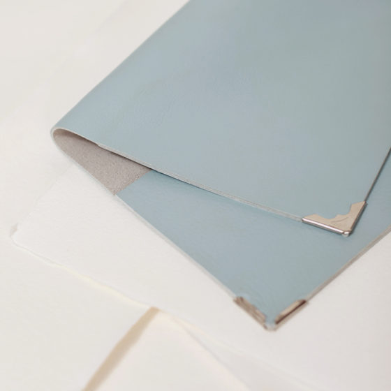 Detall Antara Pass cuero azul