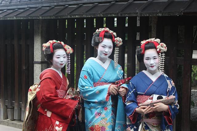 jovenes-con-kimono-japones