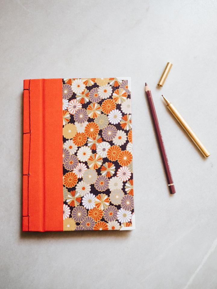 Cuaderno de sueños dalias oscuras y naranjas 1