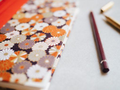 Cuaderno de sueños dalias oscuras y naranjas 3
