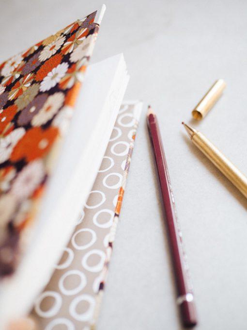 Cuaderno de sueños dalias oscuras y naranjas 4
