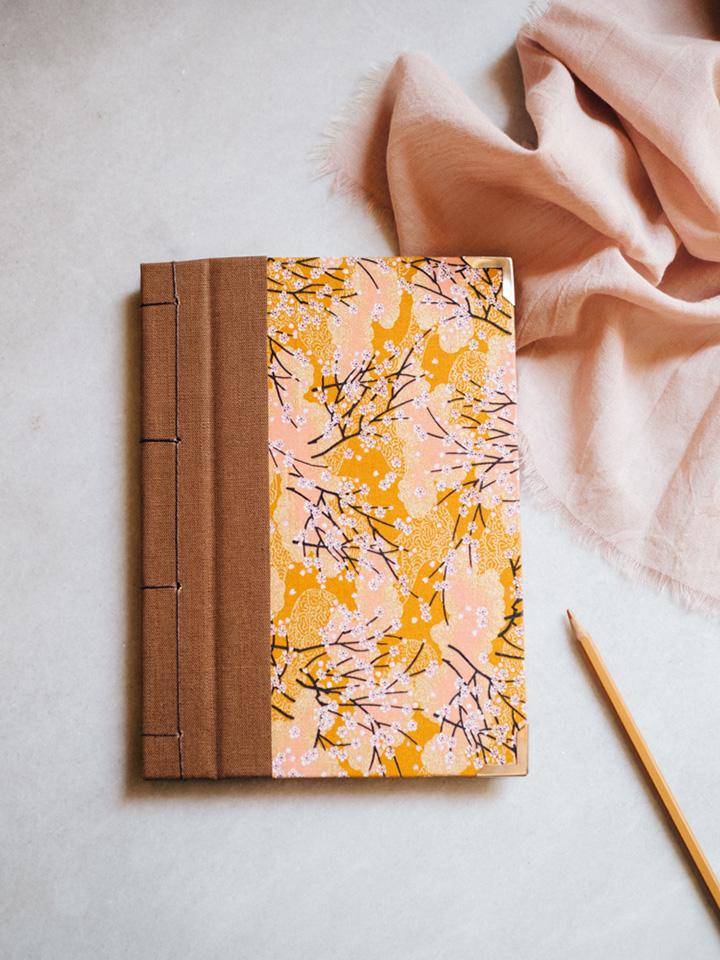 Cuaderno de sueños dorado y marrón 1
