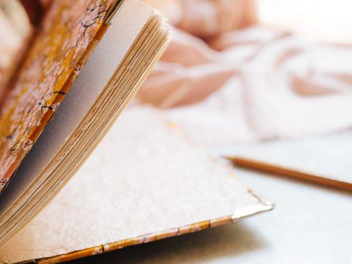 Cuaderno de sueños dorado y marrón 3